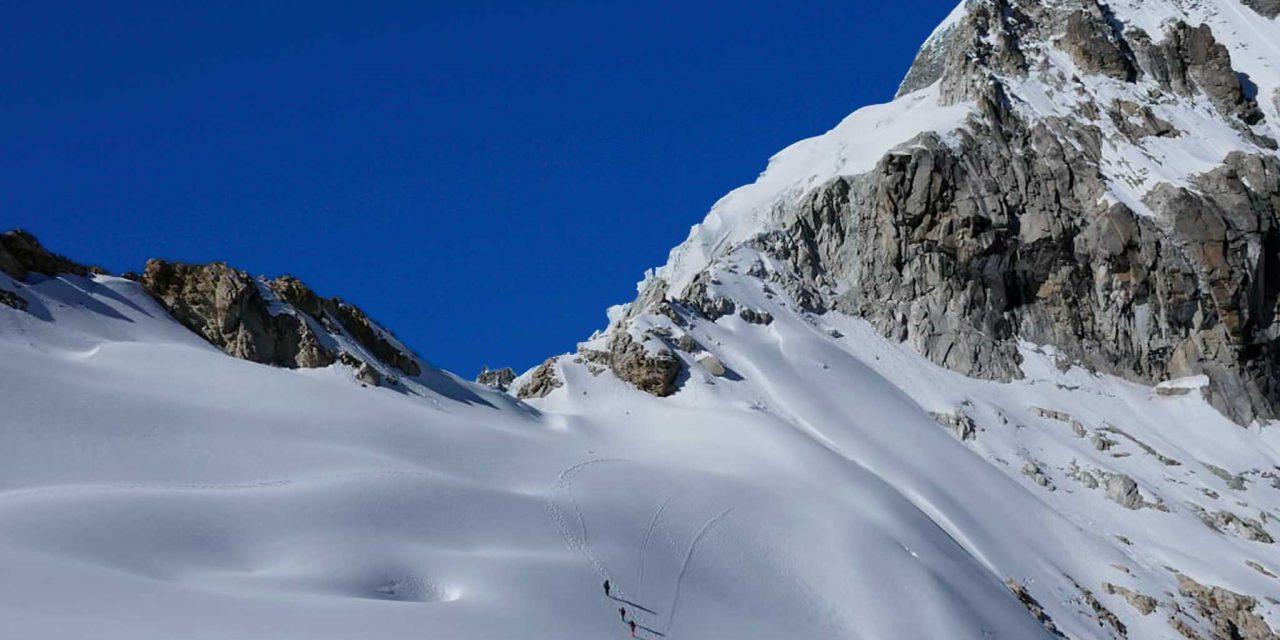 https://akilpohuaraz.com/wp-content/uploads/2020/03/glacier-traverse-trek-1-1280x640.jpg